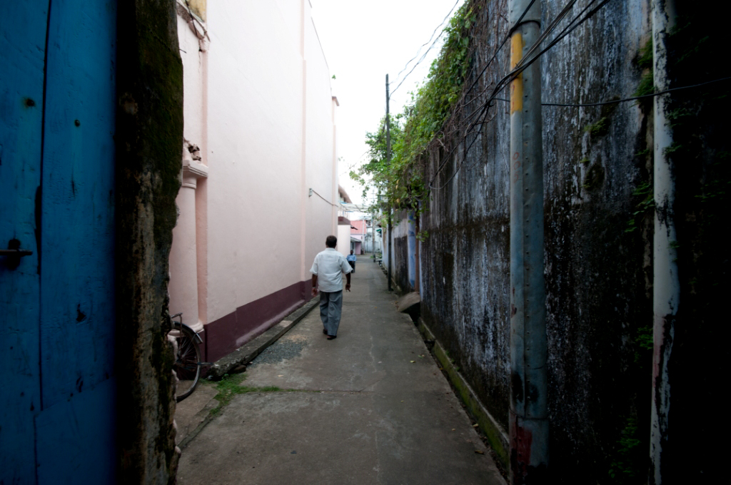 Ashraf leading to warehouse